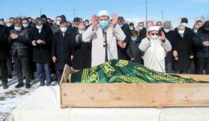 Sivas Valisi Ayhan, babasının cenaze namazını kıldırdı