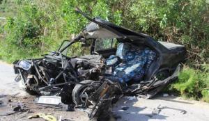 Taş dolu kamyon, otomobille çarpıştı: 2 yaralı