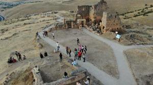 7 günde 5 bin misafir ağırlayan Zerzevan Kalesi'nde hedef 1 milyon ziyaretçi
