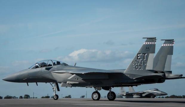 ABD'den gözdağı! Efsane savaş uçağı sahaya sürüldü