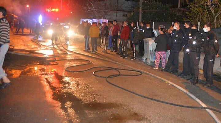 Adana'da korkutan yangın: Mahalleli sokağa döküldü