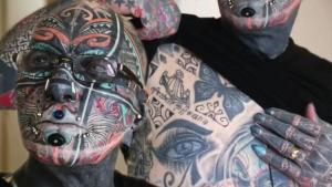 Alman 'dövme adam' görenleri hayrete düşürüyor