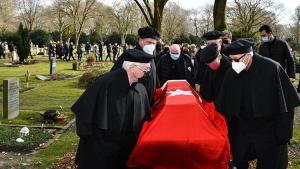 Almanya'da vefat eden 91 yaşındaki Kore Gazisi, Türk bayrağıyla son seyahatine uğurlandı