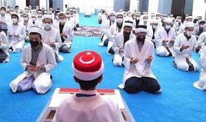 Anadolu Ajansı'ndan 'medrese' haberi: Sarıklı ve cübbeli çocuklar, hatim ve dua ile 'seferberlik'…