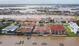 Avustralya'da son 50 yılın en büyük afeti: 18 bin kişi tahliye edildi