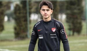 Bayer Leverkusen'in genç yıldızı Samed Onur ay-yıldızlı formayı giymekten gurur duyuyor