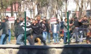 Beyoğlu'nda dehşet anları: Kafasından bıçakladı