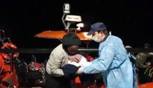 Botları su alınca Çıplak Ada'ya çıkan 27 kaçak göçmen kurtarıldı