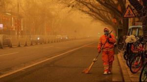 Çin'de panik: Toz bulutu tüm başkenti kapladı
