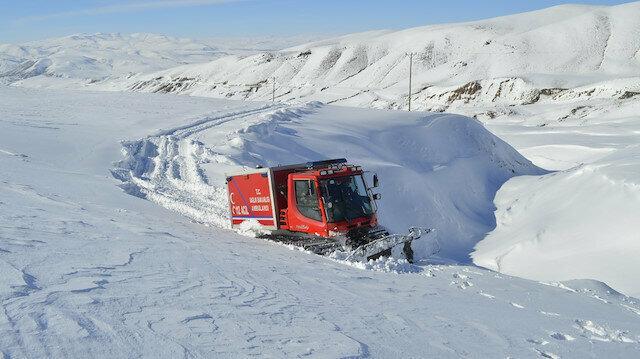 Edirne'den Kars'a sağlık hizmeti aksamıyor: Kar ulaşımı kapatınca paletli ambulansla taşıdılar