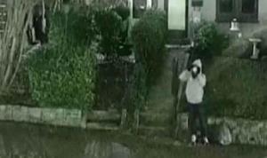 FBI, Kongre baskını öncesi parti merkezlerine bomba koyan kişinin görüntülerini yayınladı