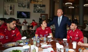 Fenerbahçeli İrfan'la Galatasaraylı Taylan arasında 'milli mutabakat'