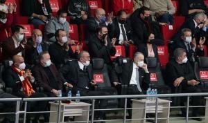Galatasaray Başkanı Mustafa Cengiz'den voleybol takımına destek
