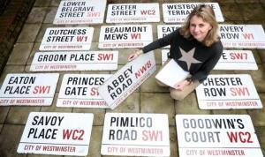 Londra'daki ünlü Abbey Road sokağının tabelası 37 bin sterline satıldı