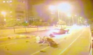 Taksi ile at arabasının çarpıştığı kaza kamerada