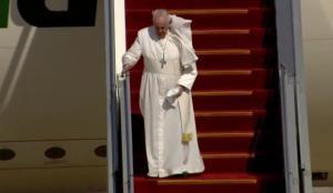 Tarihi ziyaret başladı! Papa'nın uçağı iniş yaptı
