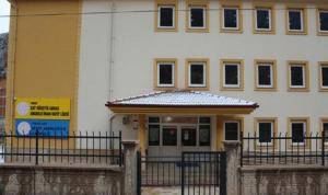 Tokat'ta 30 öğretmenin izole edildiği okulda, eğitime 10 gün ara verildi