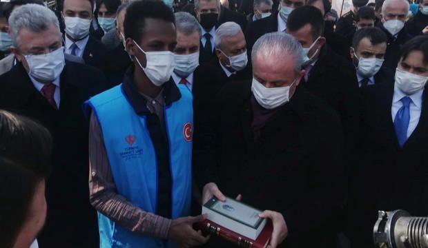 Türkiye Diyanet Vakfı Kur'an-ı Kerim ve Safahat dağıttı