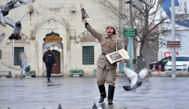 """Vatandaşlara, """"Konya Harp Mecmuası"""" adlı temsili gazete dağıtıldı"""