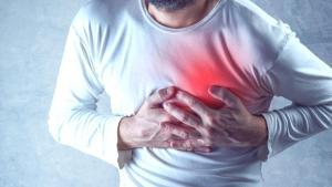 15 dakikadan uzun süren göğüs ağrısına dikkat