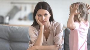 Öfke nöbeti geçiren çocuğa nasıl yaklaşmalı, nasıl davranmalı?