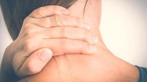 Ağrısı sırt ve omuza yayılıyor: Boyun düzleşmesi nedir, ne yapmalı?