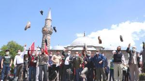 İsrail'e öfke! Ayakkabıları fırlatarak protesto ettiler