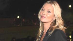 Model Kate Moss'un uyurken çekilen bir videosu 17 bin dolara satıldı