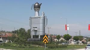 Son dakika: Semaver anıtı sosyal medyada çok konuşuldu! Belediye Başkanı'ndan açıklama geldi