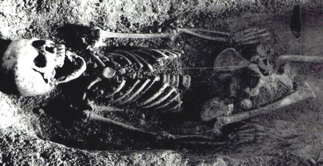 Ağzında kuşla gömülen çocuğun gizemi arkeologları çaresiz bıraktı