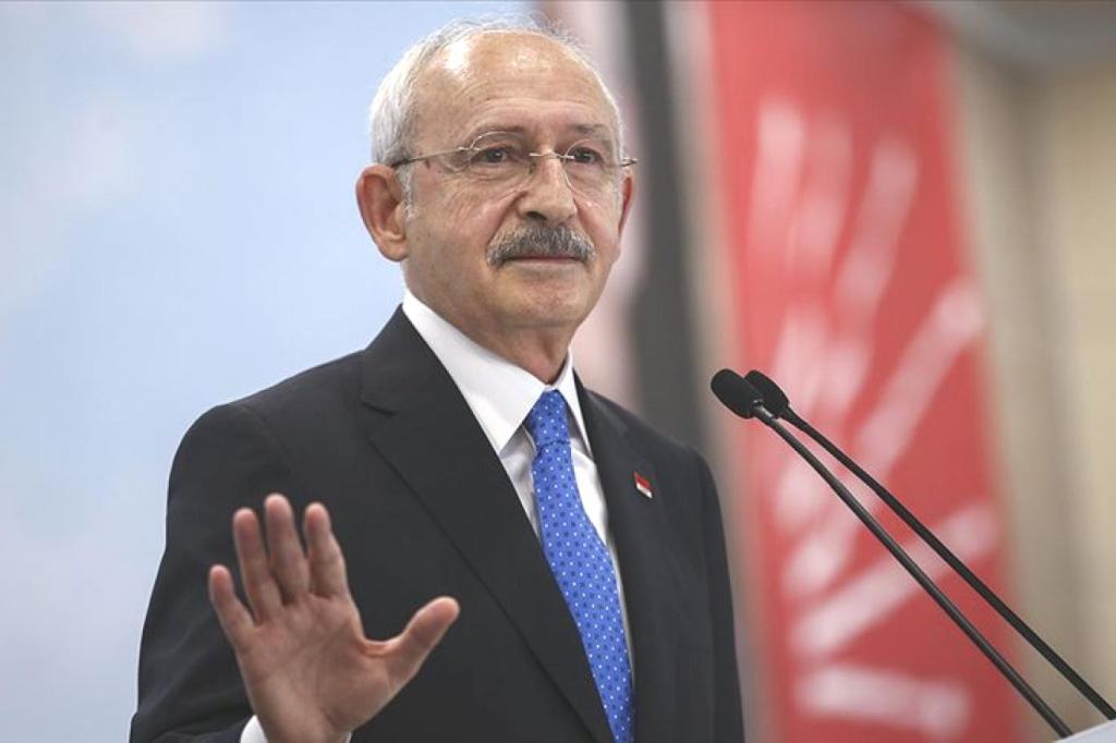 """AKP'li  Gençlerden Kılıçdaroğlu'na """"Motivasyonumuzu Bozdun"""" Gerekçesiyle 1 Liralık Manevi Tazminat Davası"""