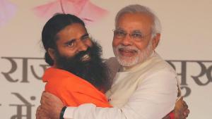 Hindistan'da yoga gurusu Ramdev ile sağlık çalışanları karşı karşıya