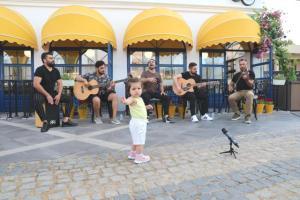 """Marmaris'te müzisyenlere destek için organize edilen """"Müzik Susmasın"""" etkinlikleri başladı"""