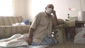 Yıllarca dizleri üzerinde süründüren genetik hastalık iki bacağından etti