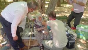 101 yaşındaki nine aşı olmak istedi, il sağlık müdürü kapısına gitti