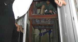 Adana'da 'Şirinler' Çetesinin 1 Aydır Çelik Kafeste Hapsettiği 2 Kişi Kurtarıldı