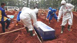 Kovid krizinin Asya'daki yeni merkez üssü Endonezya'da kriz! Cesetleri itfaiye ekipleri topluyor
