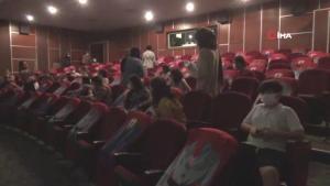 Sağlık çalışanları sorunlarını tiyatro yoluyla anlattı