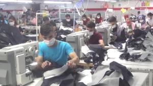 Sağlık ekipleri fabrikaları tek tek gezerek aşı yapıyor