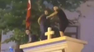 Son dakika… Kilisede tepki çeken görüntü! 3 kişi için ev hapsi talebi