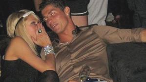 Cristiano Ronaldo'nun eski aşkı Paris Hilton'un üstsüz paylaşımı ortalığı yıktı