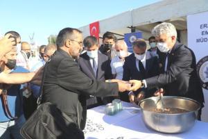 Doğu Anadolu'da muharrem ayı dolayısıyla vatandaşlara aşure dağıtıldı