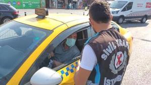 Eminönü'nde sivil polisler yolcu gibi taksilere bindi; kurallara uymayanlara ceza kesildi