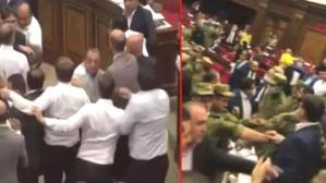 Ermenistan parlamentosunda sulu kavga! Milletvekillerini askerler ayırdı