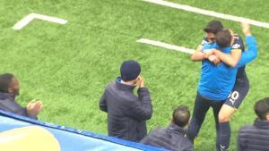 Helsinki maçında gol atan 18'lik Fatih Şanlıtürk, sevincini Vitor Pereira'yla paylaştı! O anlar taraftarları mest etti
