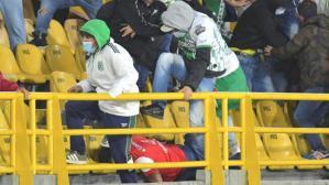 Kolombiya'da oynanan maçta kan donduran görüntüler! Rakip takım taraftarının kafasını ezmeye çalıştılar