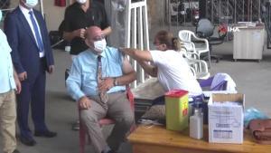 Korona virüs aşısı, hal esnafının ayağına getirildi