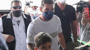 Son Dakika: Barcelona'dan ayrılan Lionel Messi, resmen PSG'de