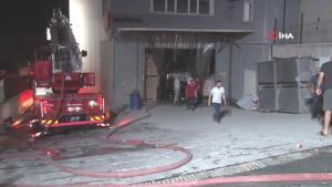 Son dakika haberi | Hadımköy'deki ambalaj fabrikasında çıkan yangın paniğe sebep oldu