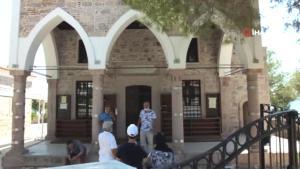 Ayvalık'ta tarihi camiye kitabe ayıbı